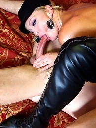 Naughty Olivia getting sucked and licked by Frenchy